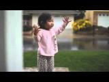 La bambina e la magia della pioggia (video)